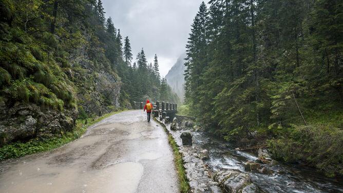 Suma opadów w Tatrach jest zatrważająca. <br />Deszcz groźny także w innych miejscach
