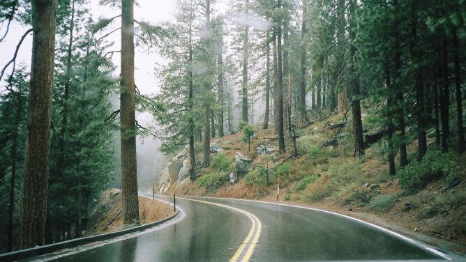 Od przelotnego deszczu po burzowe ulewy: może być ślisko